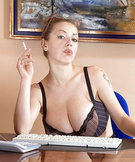Women who smoke with big boobs